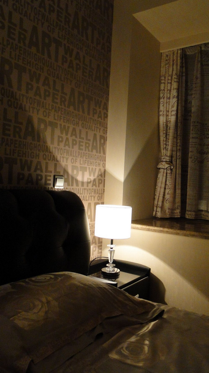 背景墙 房间 家居 设计 卧室 卧室装修 现代 装修 700_1244 竖版 竖屏