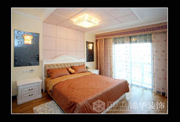 03 装修图片 03 卧室装修效果图  名称:浅金色的墙纸配上白色新